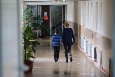 Учителски организации настояват за трета бустерна ваксина за работещите в образованието
