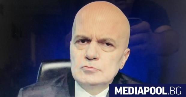 Попзведтата и шоуводещ Слави Трифонов загуби изборите тази седмица, месец