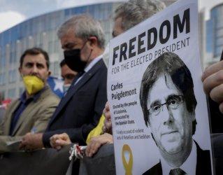 Пучдемон е освободен от ареста без право да напуска Сардиния