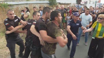 Протест срещу тежка катастрофа в Айтос прерасна в сблъсъци с полицията