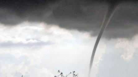 Торнадо уби двама души на италиански остров