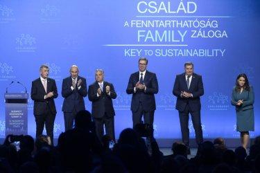 """Орбан събра десни политици под лозунга: """"Силни семейства за силни нации"""""""