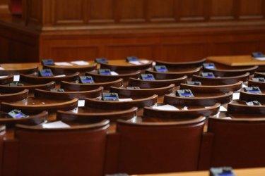 Депутатите приеха след полунощ актуализацията на бюджета