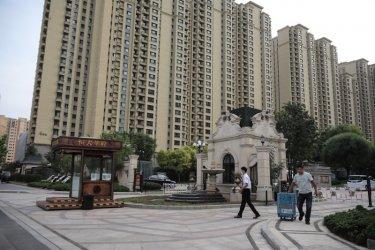 """Световните пазари са разтърсени от евентуален фалит на китайския строител """"Евъргранде"""""""