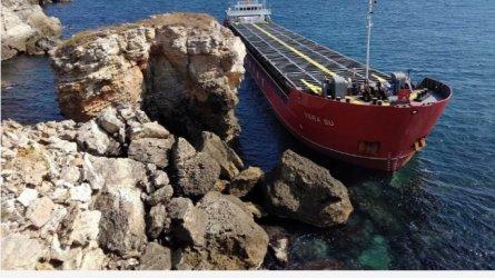 """Има изтичане на азотна тор от заседналия край """"Яйлата"""" кораб"""