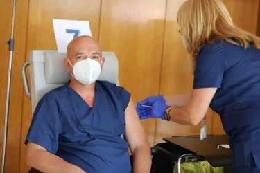 Мутафчийски и 11 негови колеги си поставиха трета доза ваксина срещу Covid-19