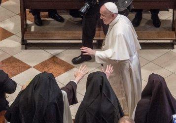 Папата демонстрира чувство за хумор в Словакия