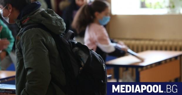 По-малко от 1% учители са под карантина заради заболяване от