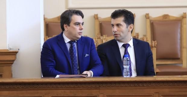 Бившите служебни министри Кирил Петков и Асен Василев заедно със