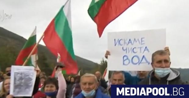 Десетки жители на Копривщица блокираха Подбалканския път, защото са недоволни