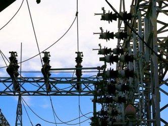 Скъпият ток удря и мрежовите оператори, но за тях помощ няма
