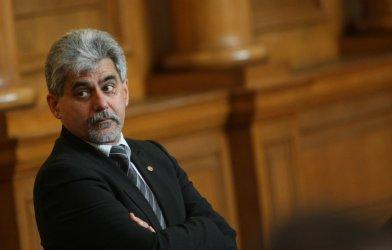 ВТУ: Кандидатът на ВМРО за президент не работи при нас