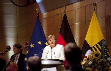 Меркел: Продължавайте да се борите за демокрация