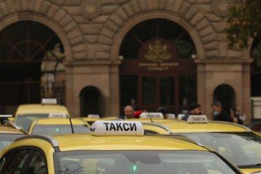МВР, ДАИ и НАП спряха три незаконни таксита в София