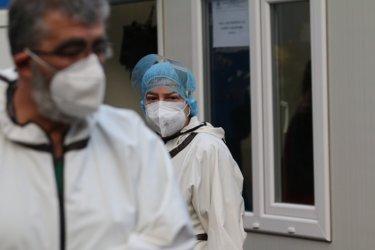 Близо 5500 души са в болница с Covid-19
