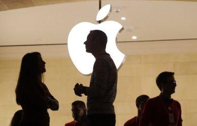 Епъл може да свие производството на айФон 13 заради недостига на чипове