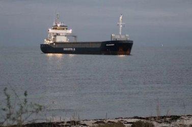 Нидерландски кораб, който превозва тор, заседна в датски води