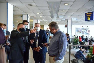 """Транспортният министър не е доволен от хигиената на летище """"София"""", обмисля санкция"""