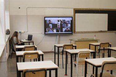 Една трета от учителите са готови да напуснат заради зелените сертификати
