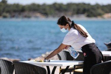 Над 22% от работещите без трудови договори са в ресторантьорството и хотелиерството