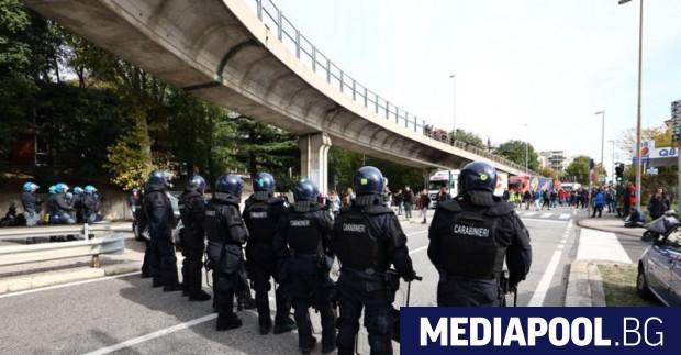 Италианската полиция използва днес водни оръдия и сълзотворен газ в