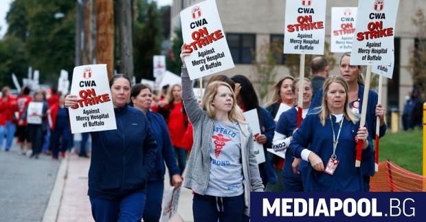 Работници, медицински сестри, снимачни сътрудници - десетки хиляди американски трудещи