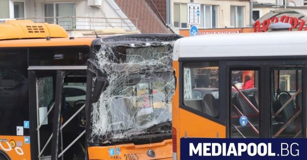 """Два автобуса катастрофираха на бул. """"Тодор Каблешков"""" в София. Инцидентът"""