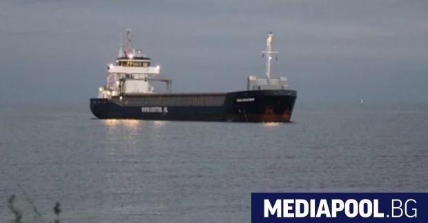 Плаващият под флага на Нидерландия товарен кораб Beaumaiden заседна на