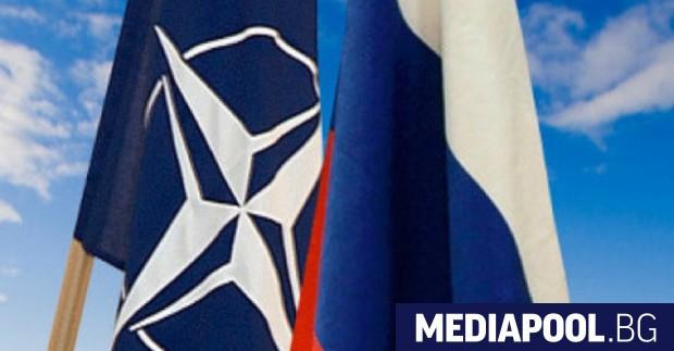 Русия закрива постоянното си представителство в НАТО, както и представителството