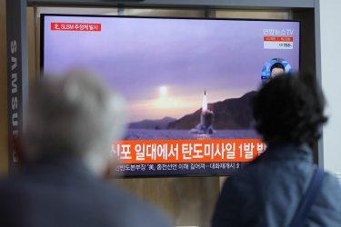 Северна Корея съобщи, че вчера успешно е изстреляла ракета от подводница