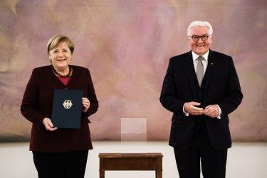Меркел получи документ за освобождаване от поста и стана служебен канцлер